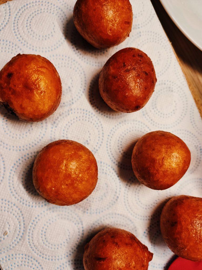 Готовые бататовые пончики